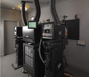 Moderne Filmvorführtechnik von Barco im Privatkino von Jerry Bruckheimer (Quelle: Barco)